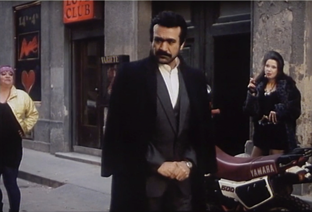 Figure 18 leaving the hotel in the 2nd district in I Love Vienna (Images © 1991 epo-film)